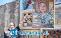 EN NICHO PRESTADO.- Nuestro reportero Roberto González Short nos muestra el nicho prestado a esta familia catemina para que descalcen los restos de doña Teresa Gladis Tapia Salas.