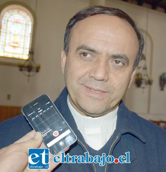 Andrés Rodríguez Cataldo, sacerdote que desarrolló la reunión este miércoles en la parroquia.