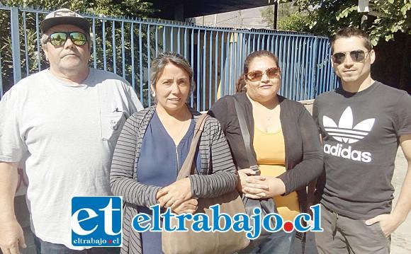 Segunda de izquierda a derecha, Beatriz Moreno, presidenta del Cuarto B del Colegio Pumanque.