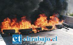 En el sector de Chagres, en Catemu, también encendieron barricadas impidiendo el tránsito vehicular.