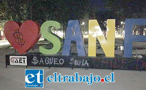 Desconocidos rayaron las letras corpóreas en la Esquina Colorada de San Felipe.