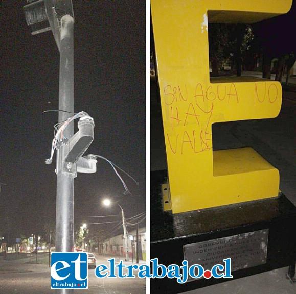 Semáforos y señalética de tránsito fueron destruidas, mientras consignas fueron escritas por desconocidos en las Letras Corpóreas.