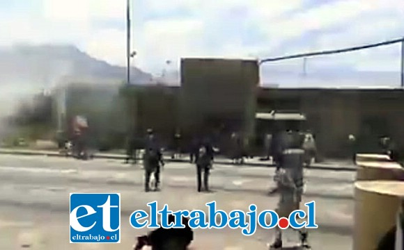 Un grupo de manifestantes se encontraba en la Ruta 5 Norte durante la jornada de ayer martes.
