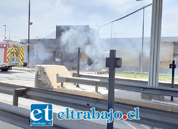 El incendio intencional ocurrió durante las manifestaciones de este martes en la ruta 5 Norte de Llay Llay.