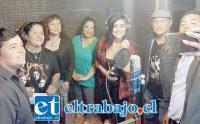 El otro grupo de cantantes encabezados por Caco Rosinelli.