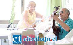 Ramón Astudillo ama la música y pretende concurrir semanalmente a entretener a los pacientes.