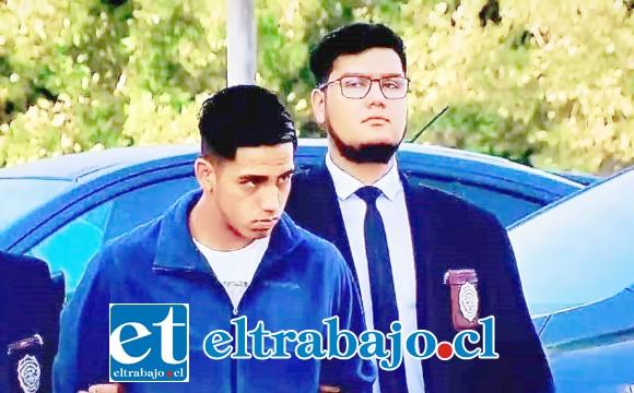 El imputado de 20 años de edad es acusado de incendio y daños a la estación de Metro en la comuna de La Granja. (Créditos: Meganoticias).
