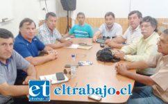 Manuel Carvallo presidente del Consejo Superior de Taxis Colectivos de San Felipe, junto a los demás representantes.