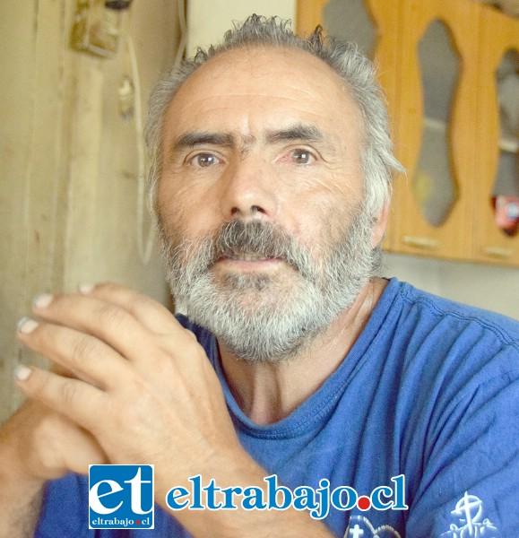 Fernando Morales, tiene fibromialgia y ha perdido la mitad de sus animales.