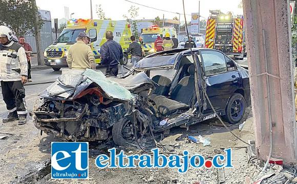 El conductor del automóvil fue rescatado por voluntarios de Bomberos.