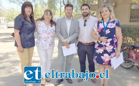 Dirigentes de Fenats Cynthia Ibaceta González junto a representantes de la Corporación Ciudadano y Trabajadores Unidos, piden que vuelva a su cargo el doctor Marcelo Yáñez.