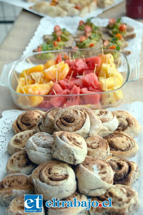 A PEDIR DE BOCA.- Con bocadillos como éstos, frutas, pizzas al corte y tantas exquisiteces, de seguro que les irá muy bien.