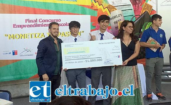 Estos jóvenes recibieron un millón de pesos como premio por la creación de un innovador microcomputador.