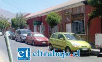 Este era el panorama ayer pasadas las dos de la tarde en calle Portus, entre Prat y Santo Domingo.