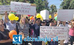Gran cantidad de empleados de Pentzke protestaron en las afueras de Tribunal Oral en Lo penal de San Felipe, ya que en pocos días todos quedarán cesantes.