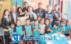 Los niños también se mostraron felices en su nueva sala de clases, la que fue construida con materiales donados por la tienda sanfelipeña.