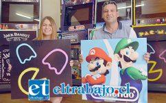 LOS MEJORES DEL PAÍS.- Aquí tenemos a Juan Carlos Salinas y Marcela De La Fuente Ortega, emprendedores que se ganan la vida fabricando Taca Tacas y Arcades.
