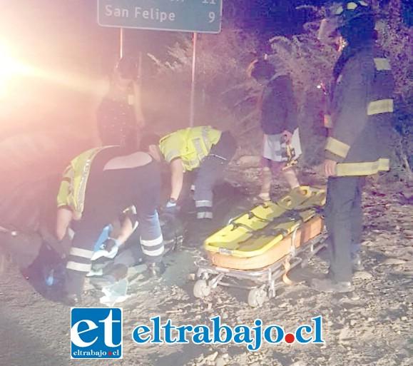 Personal del SAMU asiste al ciclista de 24 años de edad, de nacionalidad argentina, quien resultó con serias lesiones, aunque sin riesgo vital.