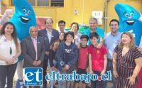 Autoridades junto a representantes de la comunidad escolar participaron de la inauguración del equipo de reutilización de agua potable en la Escuela España.