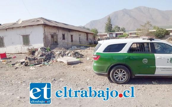 Vecinos del sector requirieron la presencia de Carabineros alrededor de las 09:00 de la mañana de ayer martes en un sitio eriazo de calle Ducó.