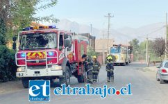 Personal de Bomberos de la comuna de Santa María en la emergencia.