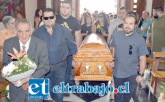 HONDO PESAR.- Cientos de personas despidieron ayer jueves al querido 'Chamelo' Escobar, popular comerciante sanfelipeño.