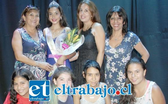 LOCURA FAMILIAR.- Aquí tenemos a los familiares y amigos de Melany Gorri, Miss Teenager 2020, celebrando su coronación.