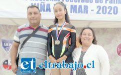 MUY REGALONEADA.- Aquí la vemos con sus padres Alexis Aguilera y Paula Donoso, recientemente en Viña del Mar.