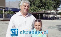 Andrés Figari, relacionador público del Club de Patinaje junto a Josefa Herrera, integrante del mismo club.