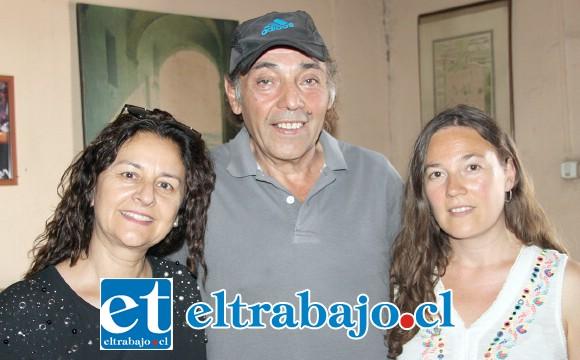 SUS SOBRINOS.- Ellos son tres de los sobrinos del Profe: Marsela Rozas Porta, Carlos Porta y Bessie Vargas Porta.