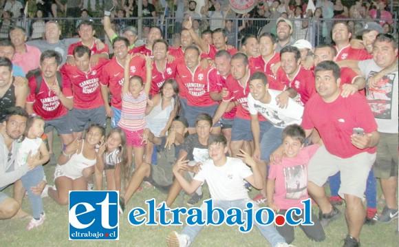 CAMPEONES SÉNIOR.- Los veteranos y expertos de Almendral Alto como ellos, tendrán también que frenar a sus rivales si quieren seguir en lo más alto de los puestos.