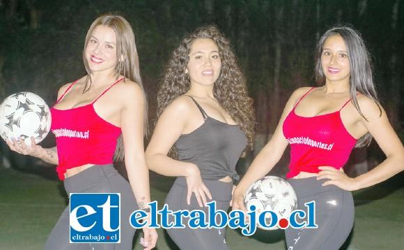 DESPAMPANANTES.- Jannina Hernández, Carlita Díaz y Cecilia Marsschausen, son las tres modelos promotoras que animaron a la hinchada y ayudaron a entregar las medallas.