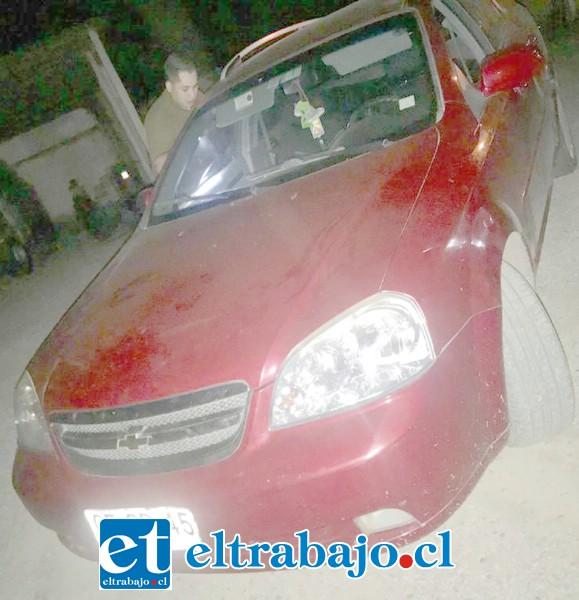 En este vehículo se movilizaban cuatro delincuentes para cometer el asalto la noche de este miércoles en el sector Las Vegas de Llay Llay.