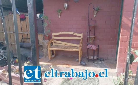 El registro de los daños ocasionados al inmueble de las víctimas en la población Los Robles de Santa María la tarde de este martes.