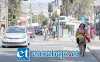 ¿QUÉ VIENE AHORA?- Este es el panorama registrado por nuestras cámaras ayer al mediodía en calle Merced, esquina con Salinas.