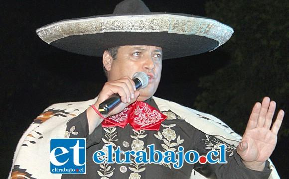 SIEMPRE PEDRO.- El famoso Pedro Fernández, de México, fue doblado por el chileno Rodrigo Sotomayor en la terraza de nuestra Plaza de Armas.
