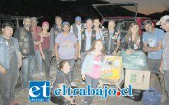 CAMPAÑA MOTOQUERA.- Los vecinos afectados por el incendio recibieron de los motoqueros los recursos donados para su beneficio.
