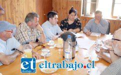 El alcalde Luis Pradenas sostuvo una nueva reunión de trabajo con la agrupación de viñateros para de esta manera superar, en materia organizacional, el evento efectuado el año pasado.