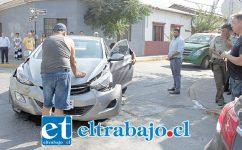 SIGUEN LOS CHOQUES.- Dos accidentes automovilísticos ocurrieron ayer miércoles en la esquina Navarro con Carlos Condell.