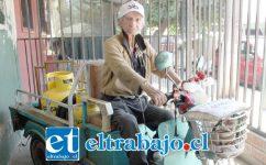 INCANSABLE.- Aquí vemos a don Víctor Ríos ya disponiéndose a salir a vender gas a las poblaciones de nuestra comuna.