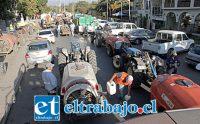 FRENANDO AL CORONAVIRUS.- Más de 30 tractores de los fundos de la comuna fueron dispuestos para el gran operativo de sanitización de cada rincón de Santa María.