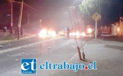 Barricadas en Encón la noche de viernes para sábado. No hubo detenidos.