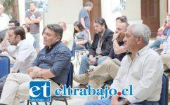 El alcalde Nelson Venegas (izquierda camisa oscura) planteó el cierre sanitarios de los túneles Chacabuco y La Calavera para evitar el contagio del Coronavirus en el valle de Aconcagua.
