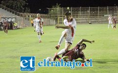 Lautaro Palacios terminó naufragando ante la marca de los defensores de Santa Cruz. (Foto: Jaime Gómez Corales).