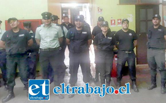 Personal del penal de San Felipe formado al interior de la cárcel.