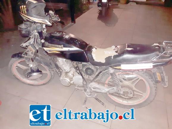 La motocicleta no mantenía sus placas patentes, siendo retirada de circulación.