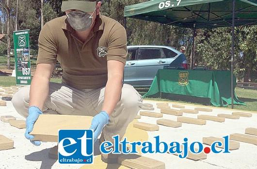 La droga venía empaquetada y oculta dentro de cajones de tomates y sacos de choclos al interior de un camión con acoplado que ingresó al país el pasado fin de semana.