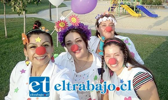 LOS DOCTORCITAS.- Aquí tenemos a varias de las integrantes de Doctores de la Risa pinta sonrisas Aconcagua, quienes estarán hoy y mañana en las cercanías del estadio municipal recibiendo donativos para Mujer.