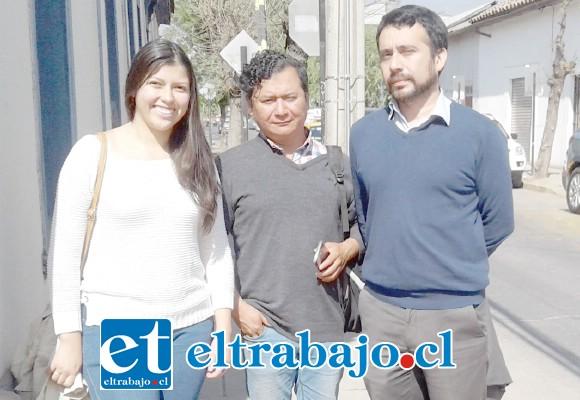 De izquierda a derecha Nicol Concha (PC) José Vergara Millaqueo Presidente Provincial del PS y Boris Aedo Secretario Político del PC San Felipe.
