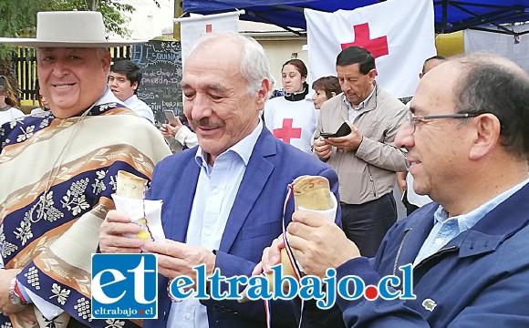 El gobernador Claudio Rodríguez y el alcalde Patricio Freire compartieron la tradicional Chicha en cacho.